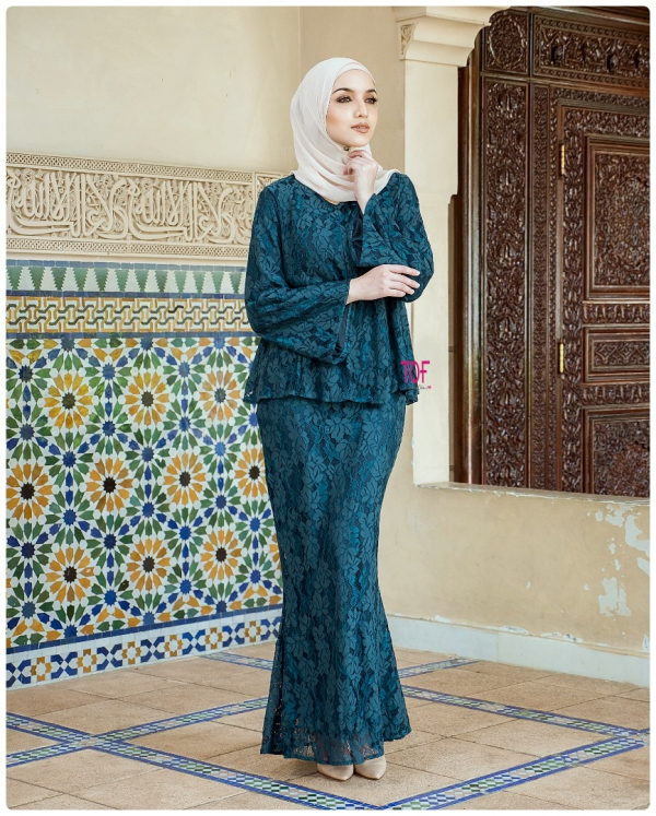 X9033- JULIA KURUNG- IN EMERALD GREEN