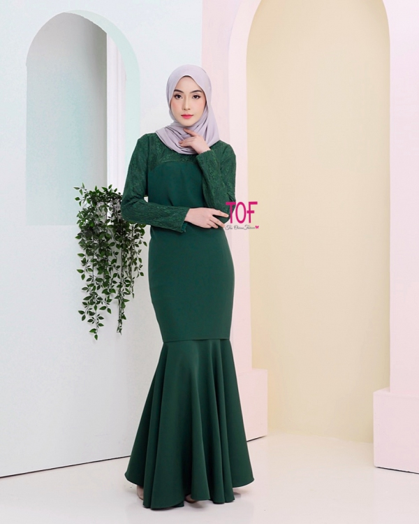 Y0142 - AINUR KURUNG - IN EMERALD GREEN