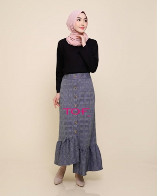 P905 JESSY SKIRT IN BLUE LINE