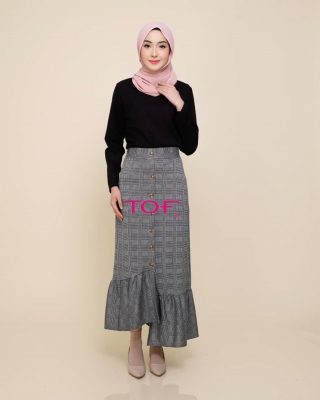 P905 JESSY SKIRT IN BLACK LINE
